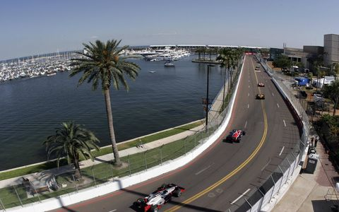 2006 St. Petersburg - IndyCars stream down Bay Shore Drive