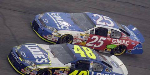 Daytona 500 - Brian Vickers battles teammate and winner Jimmie Johnson