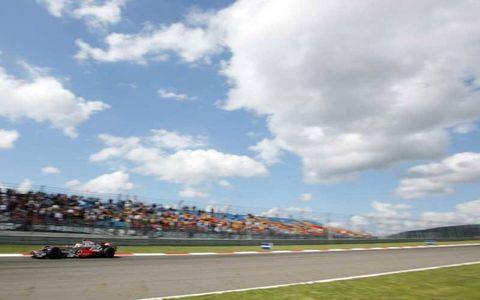 Lewis Hamilton, McLaren MP4-23 Mercedes, 2nd position.
