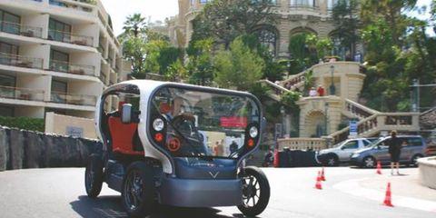 Motor vehicle, Wheel, Mode of transport, Transport, Automotive tire, Neighbourhood, Automotive mirror, Building, Fender, Residential area,