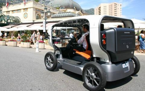 Motor vehicle, Mode of transport, Automotive design, Fender, Rim, Alloy wheel, Automotive mirror, Automotive tire, Vehicle door, Automotive wheel system,