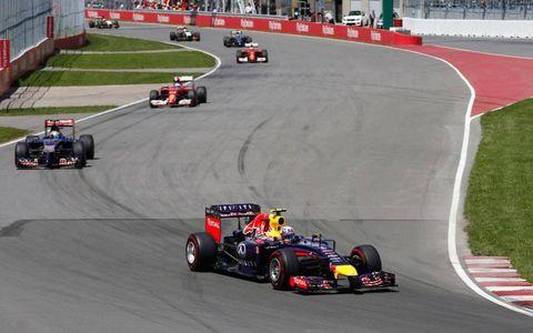 Daniel Ricciardo leads the field through a turn in Canada on Sunday.