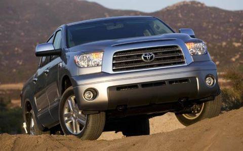 Tire, Motor vehicle, Wheel, Automotive tire, Automotive design, Vehicle, Transport, Natural environment, Land vehicle, Hood,