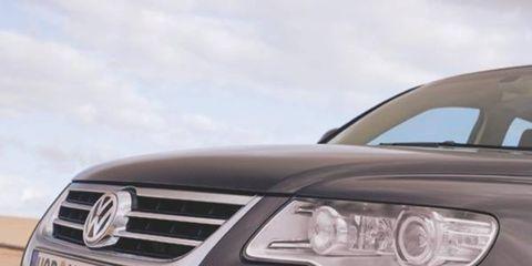 Motor vehicle, Mode of transport, Automotive design, Daytime, Automotive exterior, Automotive lighting, Vehicle, Headlamp, Transport, Grille,