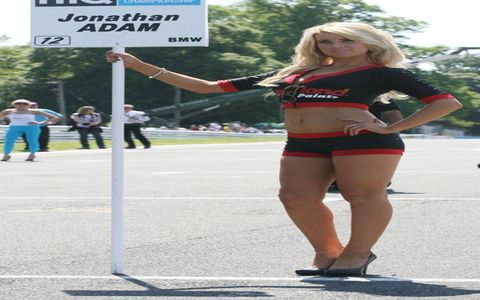 It's been a while, but Grid Girls are back, this time from our friends in Italia! Enjoy!