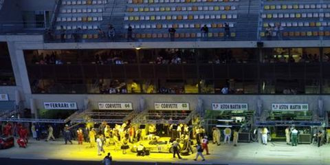 Yellow, Sport venue, Field house, Competition event, World, Championship, Arena, Competition, Dance, Fan,