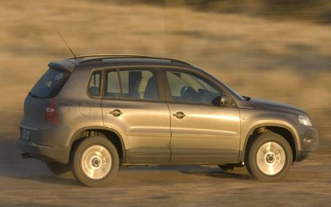 Tire, Wheel, Automotive design, Vehicle, Natural environment, Automotive tire, Land vehicle, Car, Landscape, Fender,