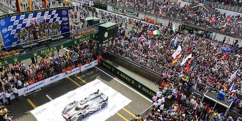 Crowd, Sport venue, People, Race track, Competition event, Audience, Fan, Team, Motorsport, Championship,