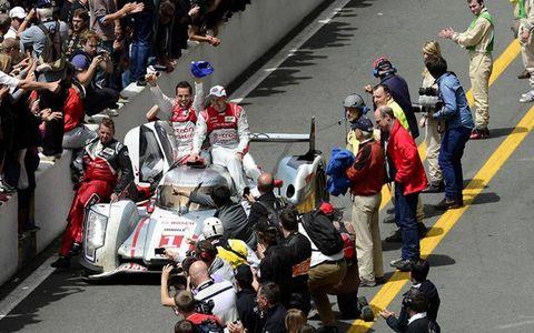 Race track, Team, Helmet, Motorsport, Crowd, Motorcycle helmet, Racing, Fan, Pit stop, Race car,