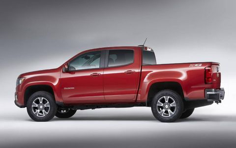 The 2015 Canyon and Colorado both have a tow rating of 7,000 pounds.