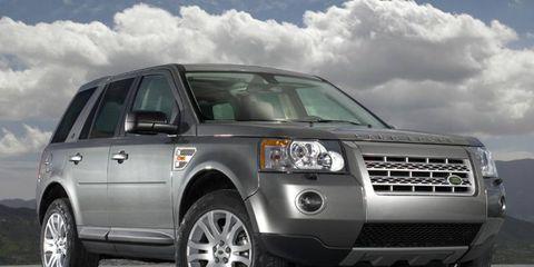 Tire, Wheel, Motor vehicle, Automotive tire, Automotive design, Daytime, Vehicle, Transport, Land vehicle, Automotive lighting,