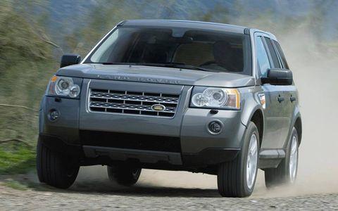 Tire, Wheel, Automotive design, Automotive tire, Daytime, Vehicle, Land vehicle, Automotive lighting, Automotive parking light, Transport,