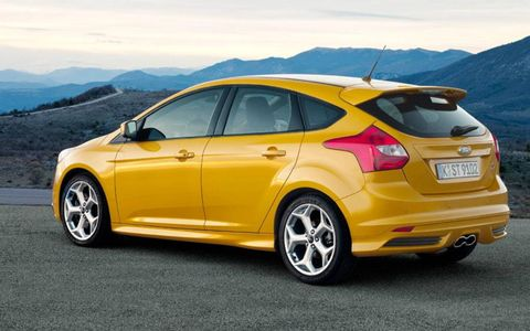 The ST gets unique 19-inch alloy wheels and an integrated roof spoiler