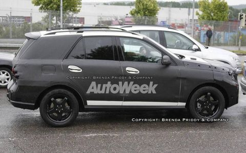 Tire, Wheel, Vehicle, Land vehicle, Car, Automotive tire, Rim, Alloy wheel, Fender, Sport utility vehicle,