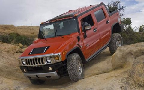 Tire, Motor vehicle, Wheel, Automotive tire, Automotive design, Mode of transport, Automotive exterior, Vehicle, Glass, Natural environment,