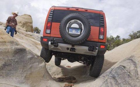 Tire, Motor vehicle, Automotive tire, Automotive exterior, Automotive tail & brake light, Vehicle, Automotive design, Land vehicle, Automotive lighting, Rim,