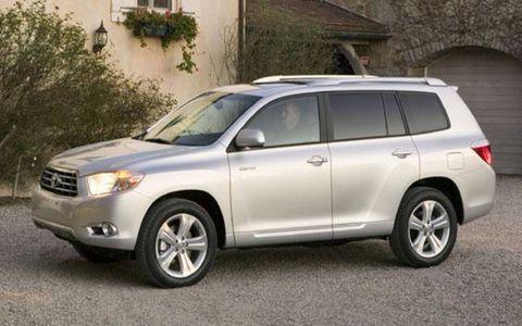 Tire, Wheel, Automotive mirror, Daytime, Vehicle, Automotive tire, Glass, Land vehicle, Automotive lighting, Automotive exterior,