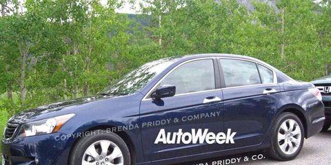 Tire, Wheel, Motor vehicle, Vehicle, Alloy wheel, Rim, Car, Full-size car, Glass, Automotive lighting,