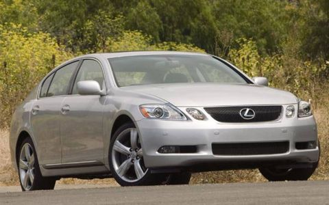 Tire, Mode of transport, Daytime, Automotive design, Vehicle, Glass, Automotive mirror, Land vehicle, Road, Rim,