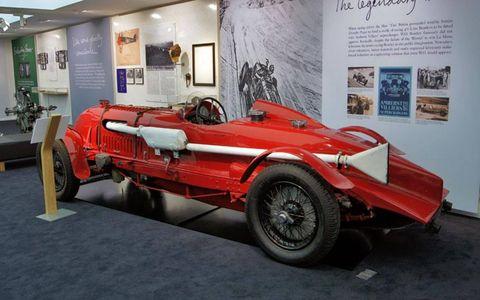 Tire, Wheel, Automotive design, Vehicle, Classic, Fender, Classic car, Antique car, Automotive wheel system, Auto part,