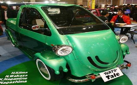 Students from NATS, a Japanese automotive college, tricked out a Daihatsu Midge micro-pickup.