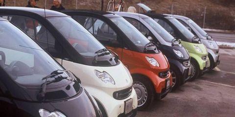Motor vehicle, Mode of transport, Automotive design, Vehicle, Land vehicle, Transport, Headlamp, Car, Automotive mirror, Automotive tire,