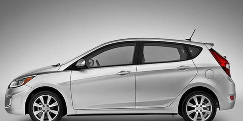 The 2014 Hyundai Accent SE receives an EPA-estimated 31 mpg combined fuel economy.