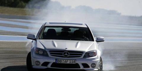 Automotive design, Vehicle, Land vehicle, Hood, Grille, Car, Mercedes-benz, Automotive exterior, Headlamp, Bumper,