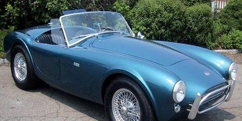 Tire, Mode of transport, Automotive design, Vehicle, Land vehicle, Transport, Car, Headlamp, Classic car, Hood,