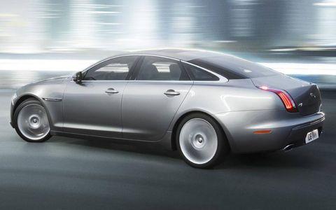 Tire, Wheel, Mode of transport, Automotive design, Vehicle, Transport, Automotive tire, Car, Rim, Full-size car,