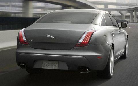 Tire, Automotive design, Mode of transport, Vehicle, Land vehicle, Vehicle registration plate, Car, Automotive tail & brake light, Personal luxury car, Fender,