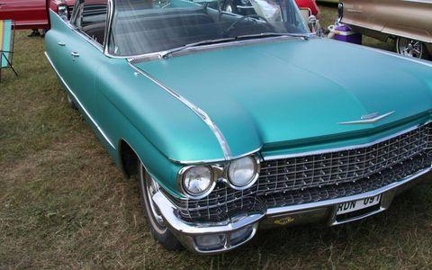 Motor vehicle, Automotive design, Vehicle, Hood, Land vehicle, Grille, Car, Classic car, Automotive exterior, Classic,