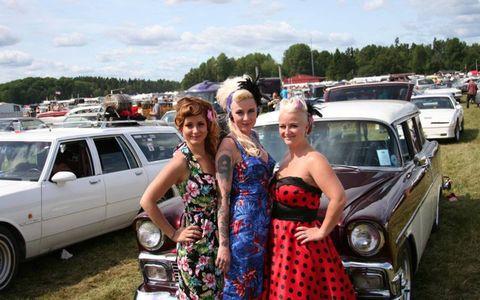 Vehicle, Land vehicle, Dress, Car, Fender, Automotive lighting, Automotive carrying rack, Classic car, Strapless dress, Day dress,