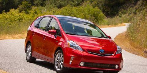 Motor vehicle, Tire, Mode of transport, Automotive mirror, Automotive design, Daytime, Vehicle, Road, Transport, Glass,