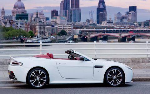Tire, Wheel, Mode of transport, Automotive design, Vehicle, Alloy wheel, Rim, Spoke, Performance car, Car,