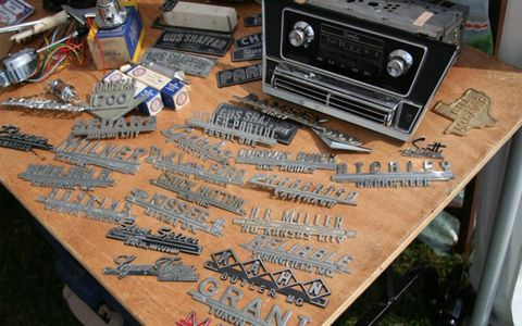 Audio equipment, Technology, Electronics, Boombox, Loudspeaker, Stereophonic sound, Cassette deck, Radio, Gun accessory, Tool,