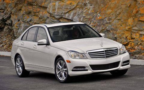 Tire, Wheel, Automotive design, Vehicle, Hood, Automotive parking light, Automotive mirror, Rim, Automotive lighting, Car,