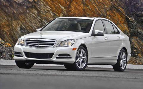 Tire, Wheel, Automotive design, Vehicle, Hood, Land vehicle, Automotive parking light, Automotive lighting, Grille, Headlamp,