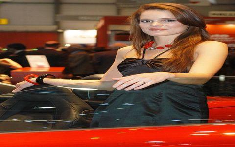Automotive design, Dress, Red hair, Auto show, Brown hair, Exhibition, Long hair, Eyelash, Model, Makeover,