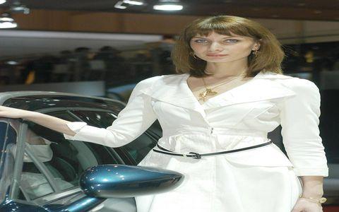 Automotive design, Jewellery, Auto show, Fashion model, Exhibition, Model, Eyelash, Windshield, Personal luxury car, Bangs,