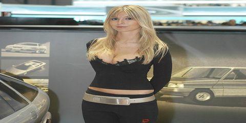 Automotive design, Automotive exterior, Waist, Active pants, Vehicle door, Street fashion, Long hair, Abdomen, Blond, Trunk,