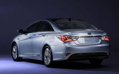 An AW Flash Drive Gallery: 2011 Hyundai Sonata Hybrid