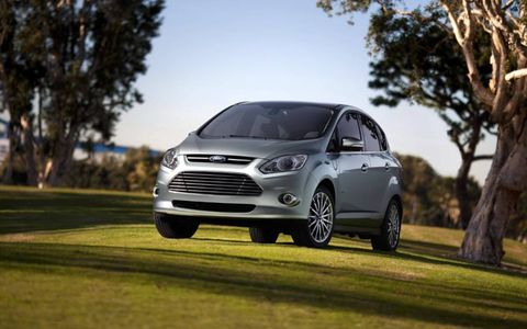 Tire, Wheel, Automotive design, Automotive tire, Vehicle, Land vehicle, Alloy wheel, Rim, Car, Automotive mirror,