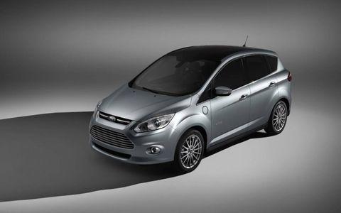 Tire, Wheel, Automotive design, Product, Vehicle, Automotive mirror, Automotive lighting, Headlamp, Car, Grille,