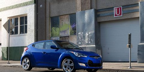 Tire, Wheel, Blue, Automotive design, Vehicle, Rim, Car, Road surface, Fender, Automotive wheel system,