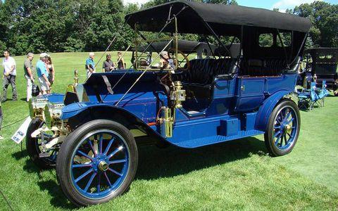 Tire, Wheel, Mode of transport, Blue, Automotive design, Transport, Rim, Automotive exterior, Classic car, Classic,