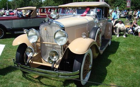 Motor vehicle, Tire, Wheel, Vehicle, Automotive design, Land vehicle, Photograph, Automotive exterior, Classic, Car,