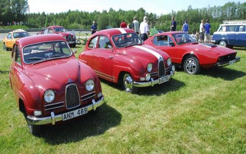Three 'sporty Saabs' - including a Sonnett III (R) - on display at the Kinnekulle Ring.