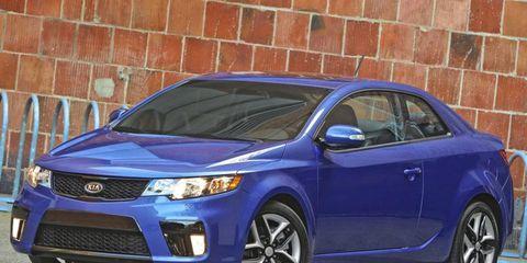 Tire, Blue, Daytime, Vehicle, Headlamp, Automotive lighting, Brick, Car, Glass, Grille,