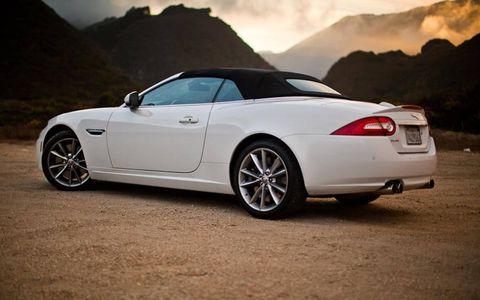 Tire, Wheel, Mode of transport, Automotive design, Vehicle, Infrastructure, Rim, Car, Alloy wheel, Automotive lighting,